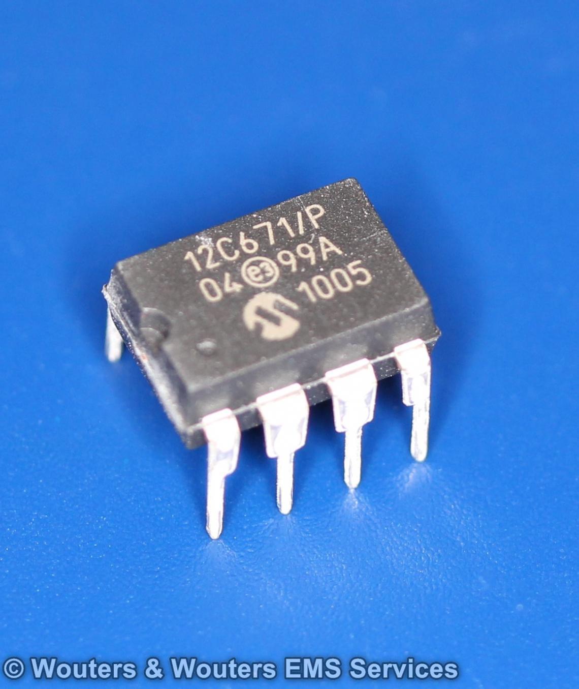 12C671-P 8-Pin, 8-Bit CMOS Microcontroller with A/D